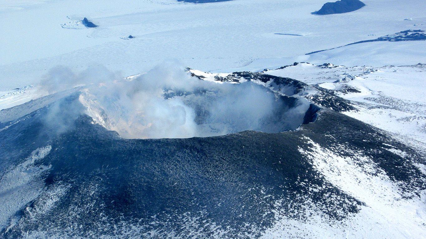 Извержение вулкана Эребус