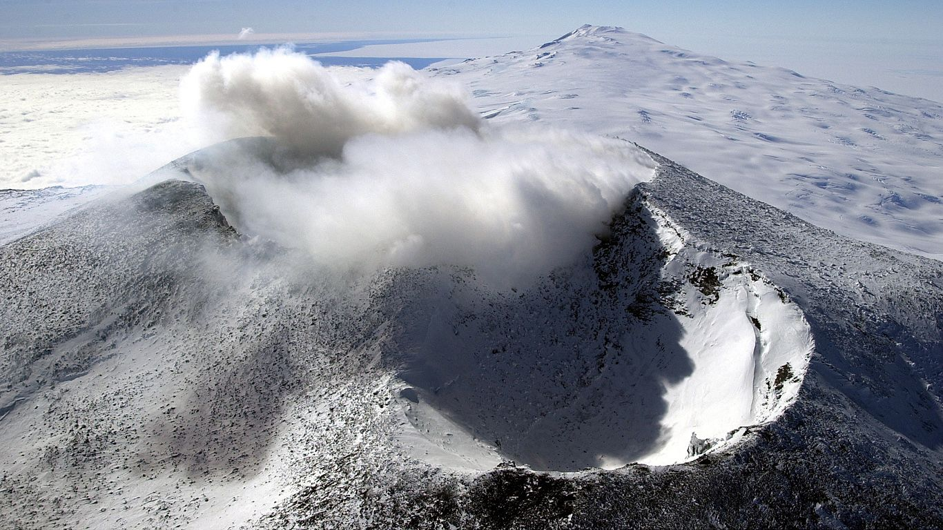 Вулкан Эребус с высоты