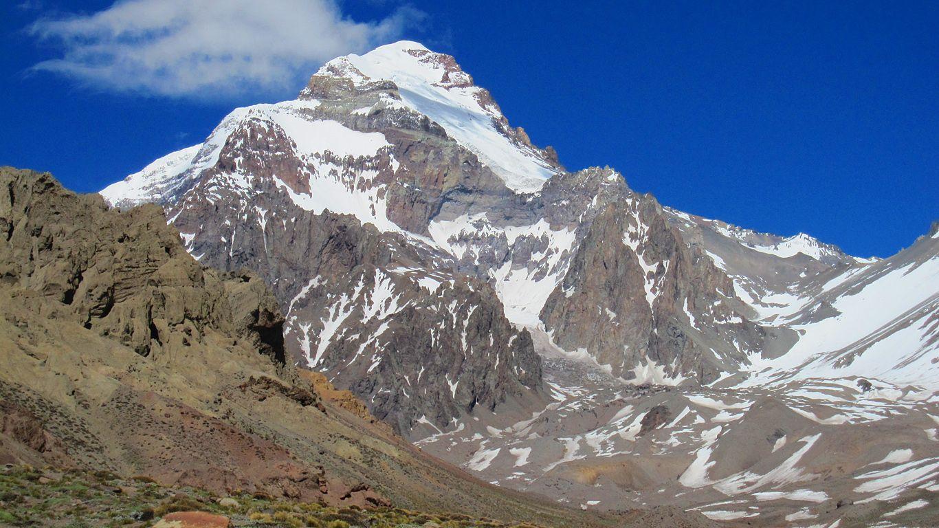 Вулкан Аконкагуа вблизи