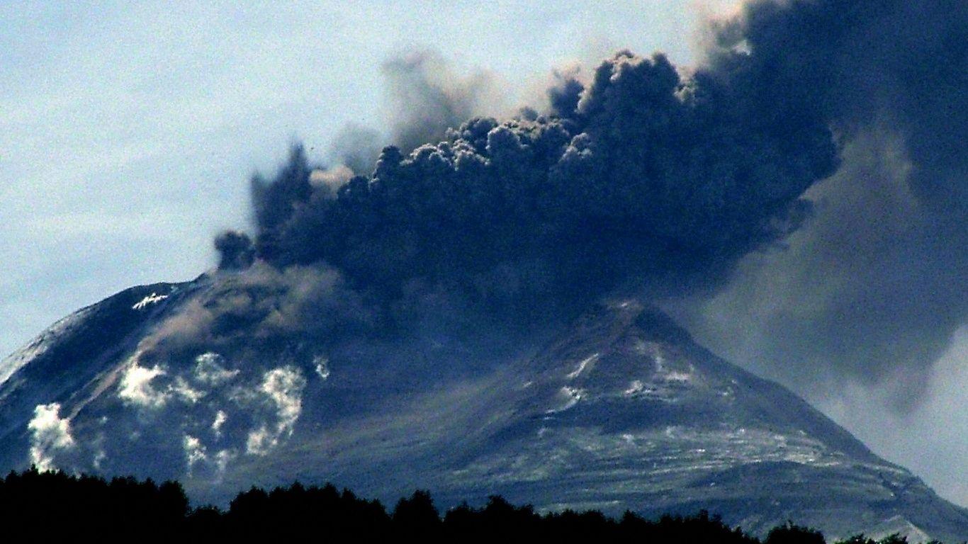 Извержение.Вулкан Льяйма