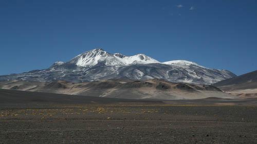Вулкан Охос-дель-Саладо издалека