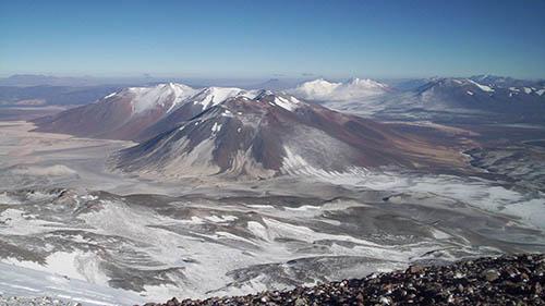 Вулкан Охос-дель-Саладо с высоты