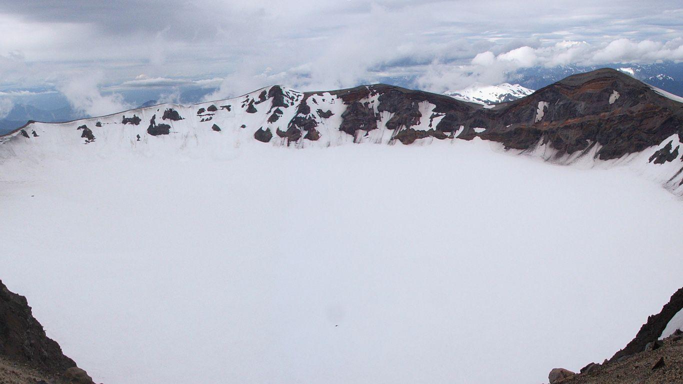 Вулкан Пуйеуэ кратер