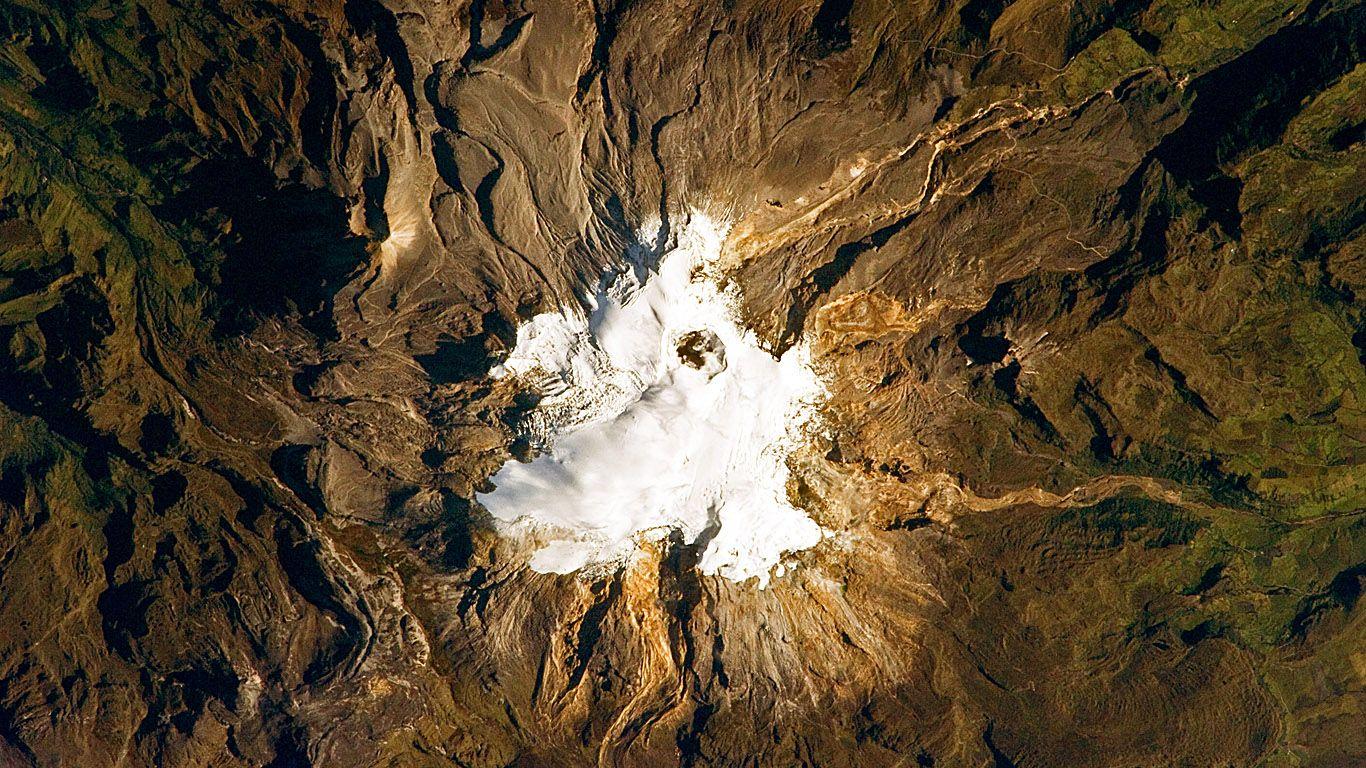 Вулкан Невадо-дель-Руис из космоса