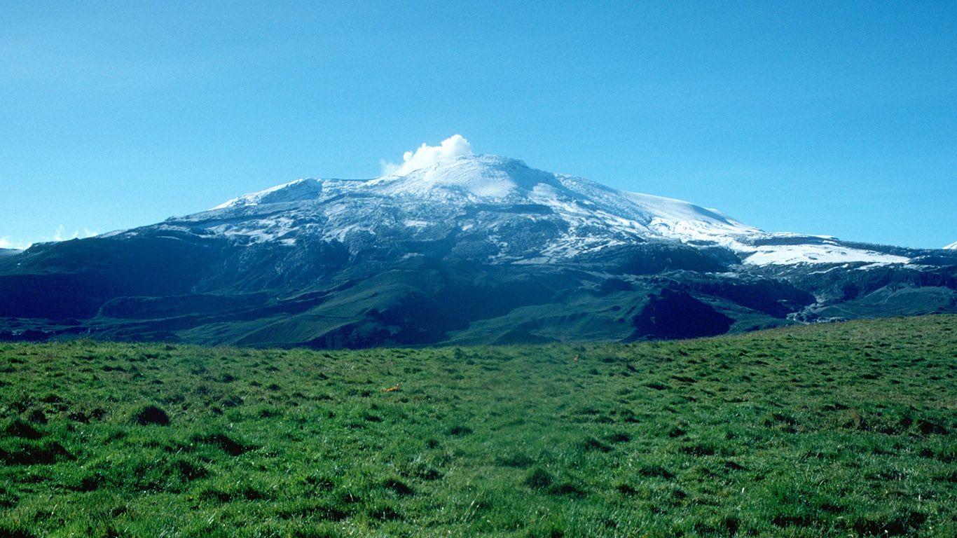 Вулкан Невадо-дель-Руис издалека