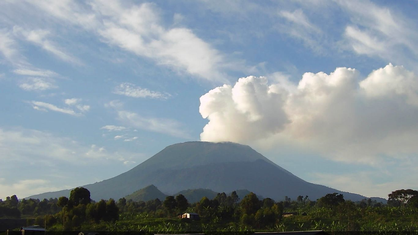 Вулкан Ньирагонго издалека