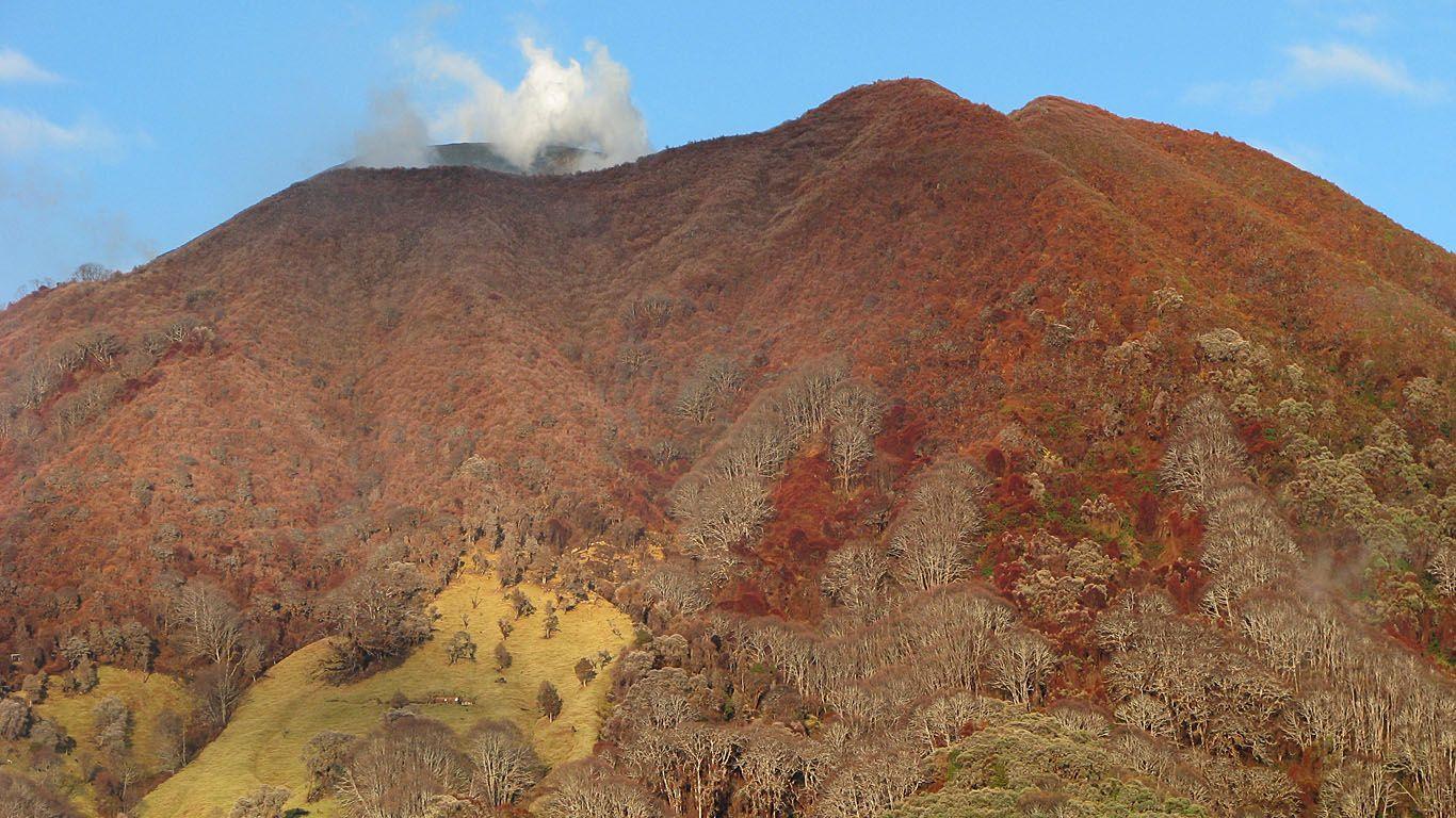 Склон вулкана после извержения