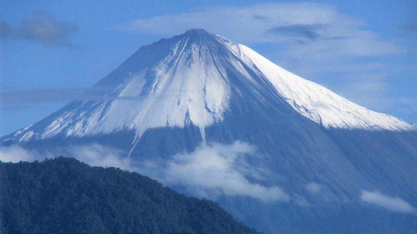 Вулкан Сангай издалека