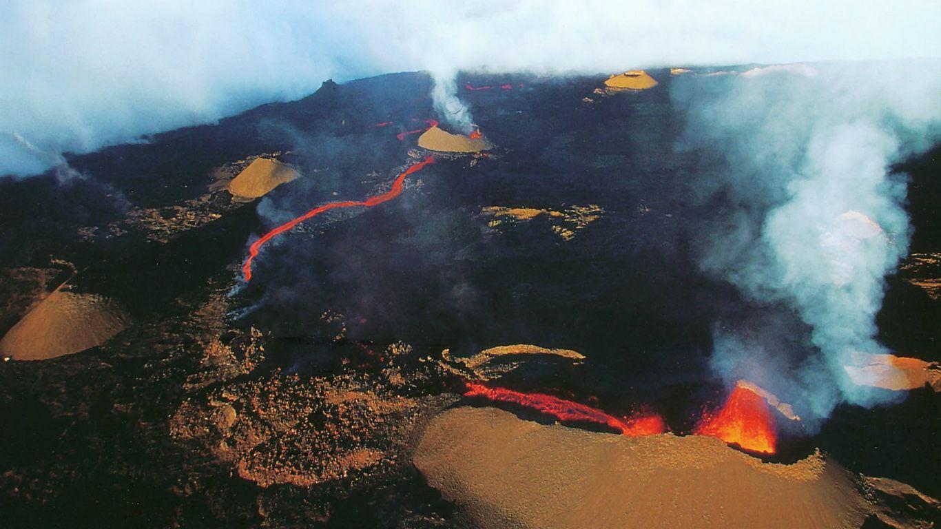 Кратер вулкана Питон-де-ла-Фурнез