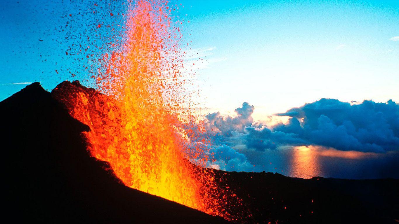 Лава вулкана Питон-де-ла-Фурнез