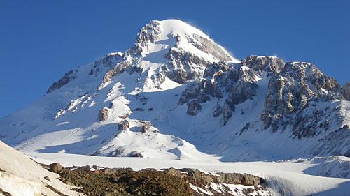 Снежная вершина Казбека