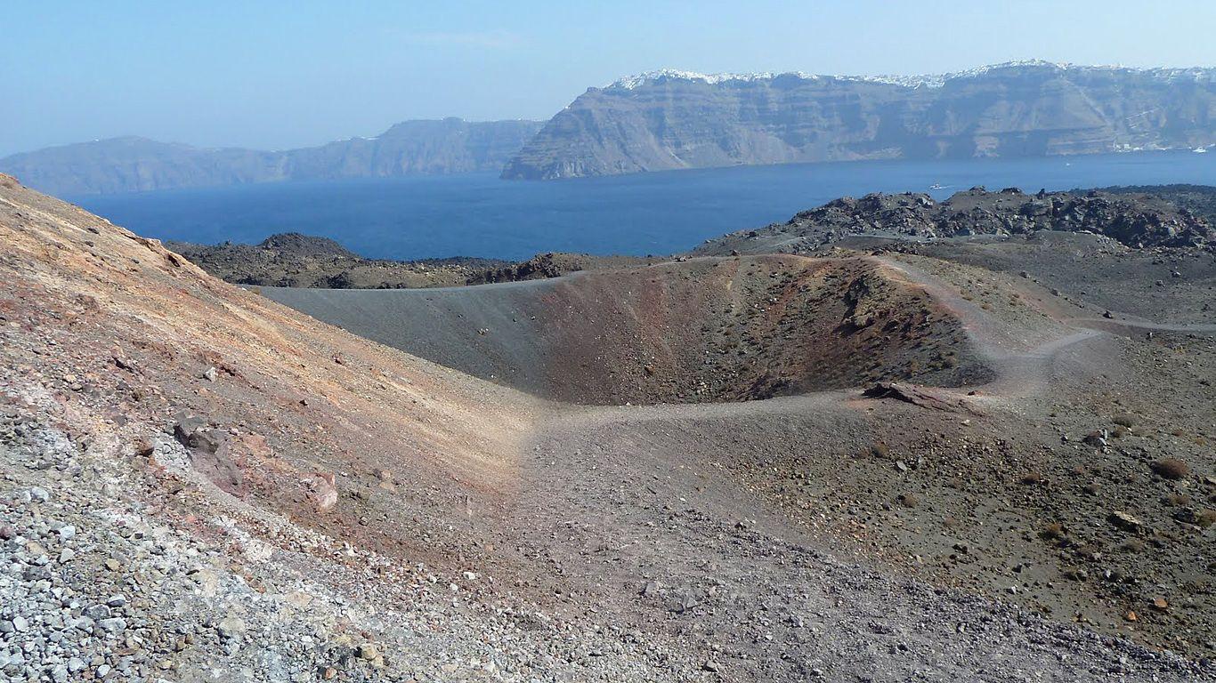 Кратер вулкана Санторин