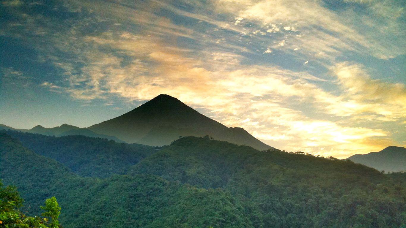 Пейзаж с вулканом Санта-Мария