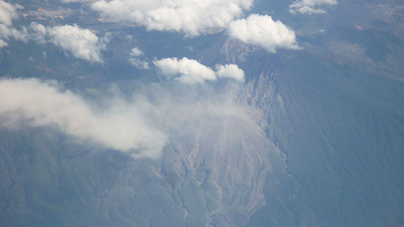 Вулкан Тахумулько с высоты