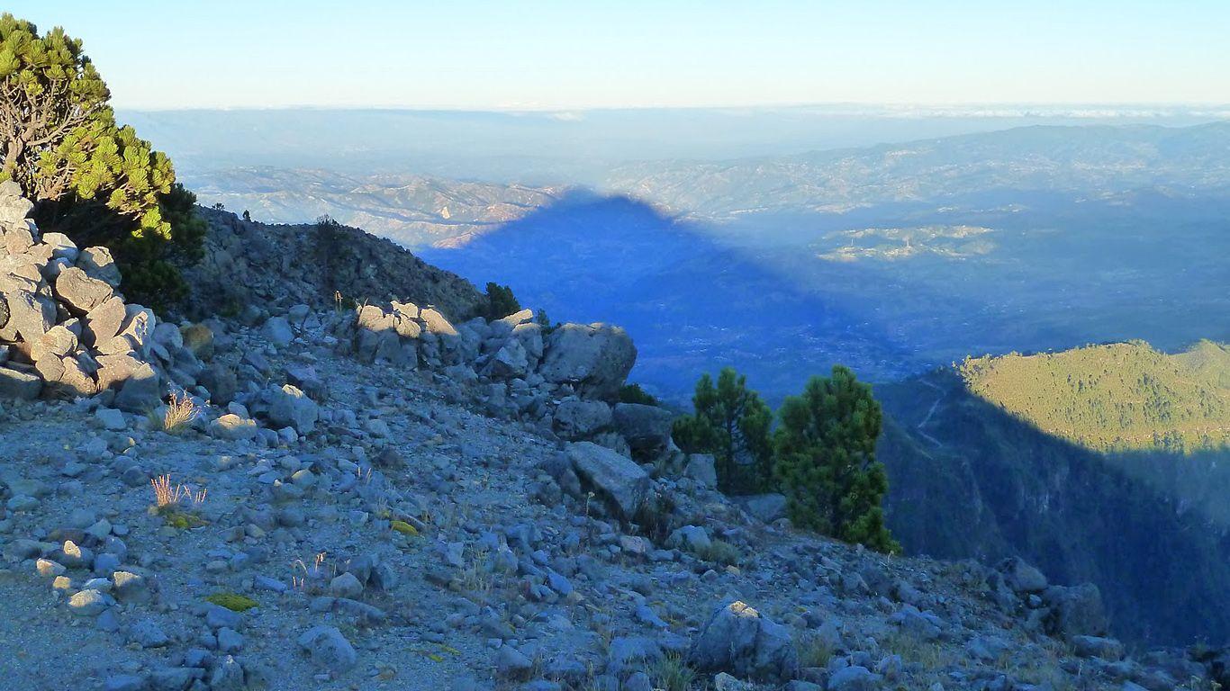 Тень вершины.Вулкан Тахумулько