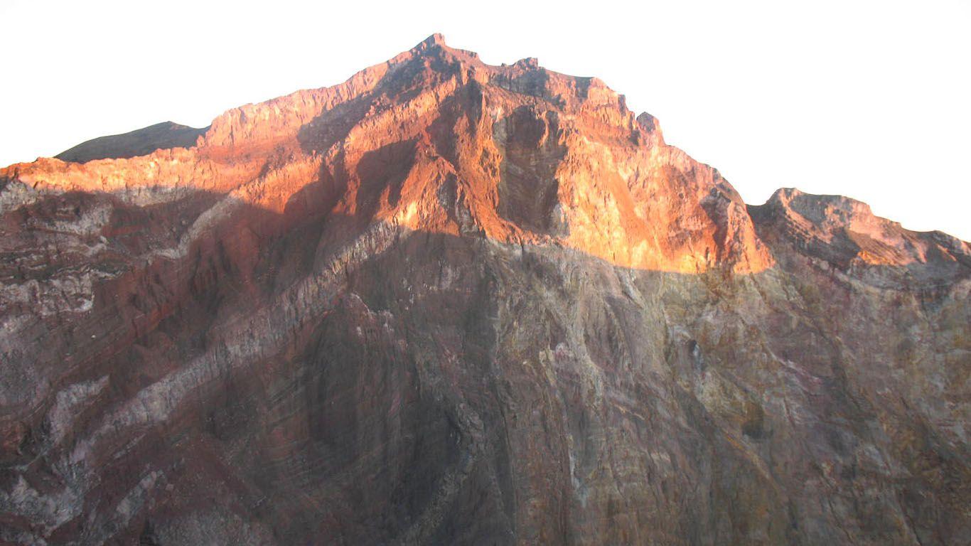 Стена кратера вулкана Агунг