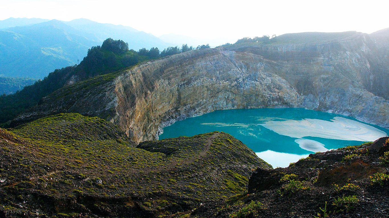 Озеро.Вулкан Келимуту
