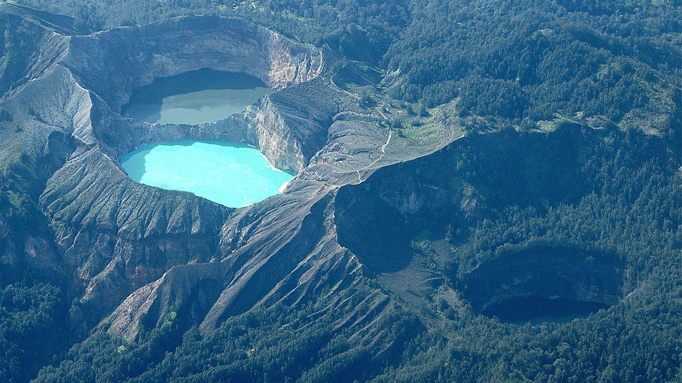 Вулкан Келимуту сверху