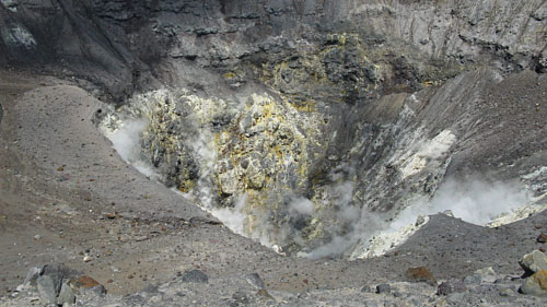 Активный кратер Томпалуан