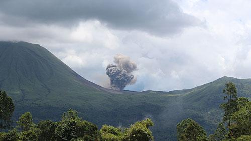 Вулкан Локон-Эмпунг