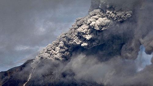 Мощное извержение Синабунга
