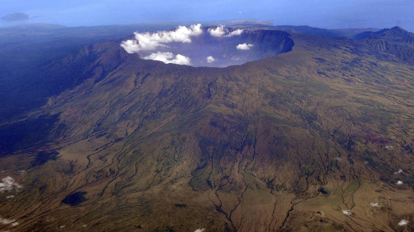 Вулкан Тамбора издалека