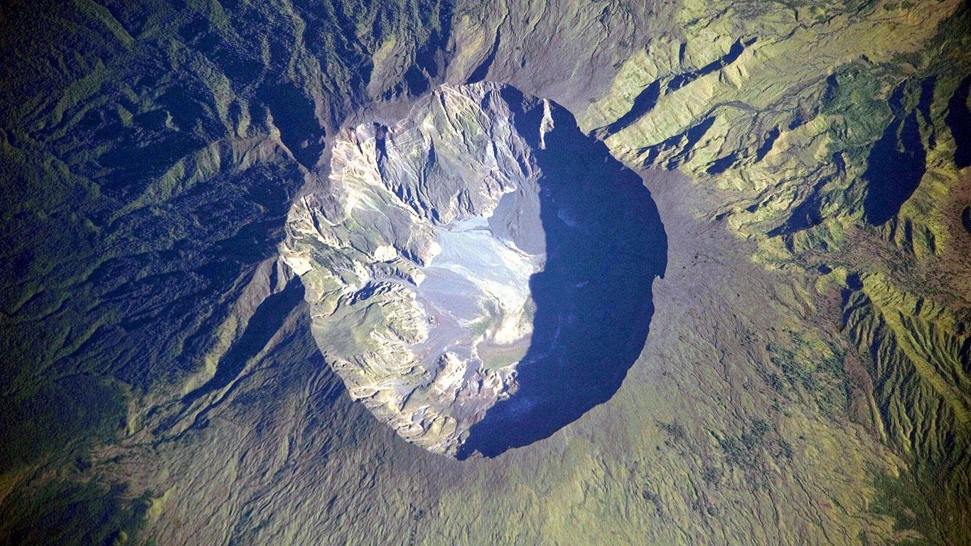 Вулкан Тамбора с высоты