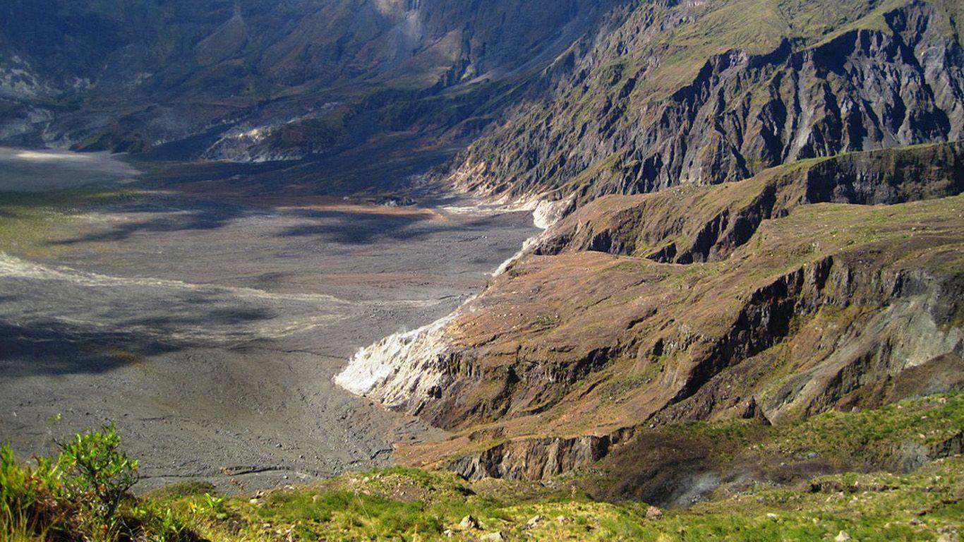 Спуск в кратер.Вулкан Тамбора