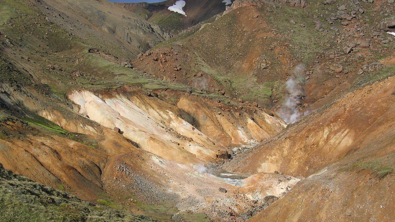 Склоны вулкана Хенгидль