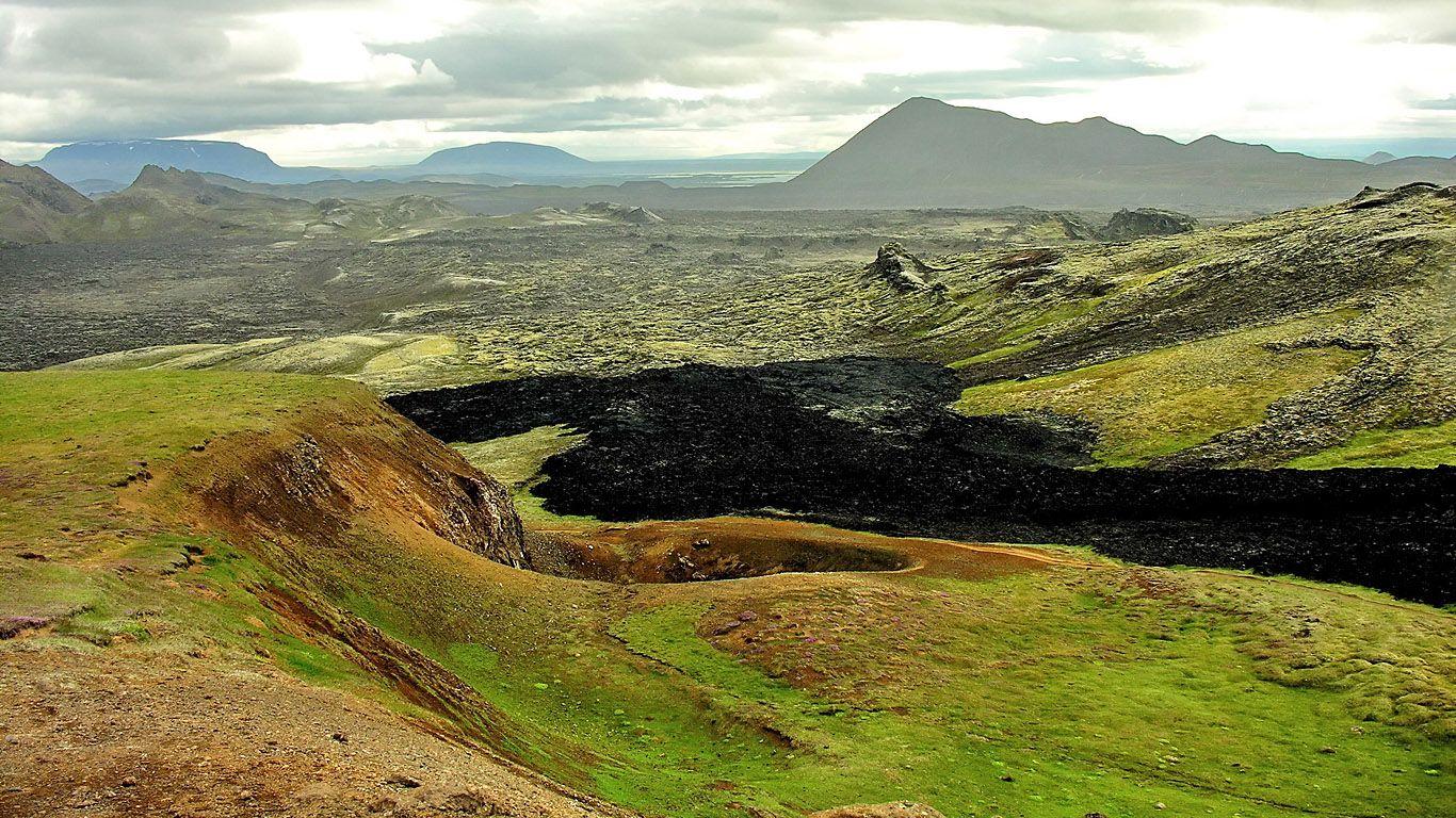 Вулкан Крапла застывшая лава