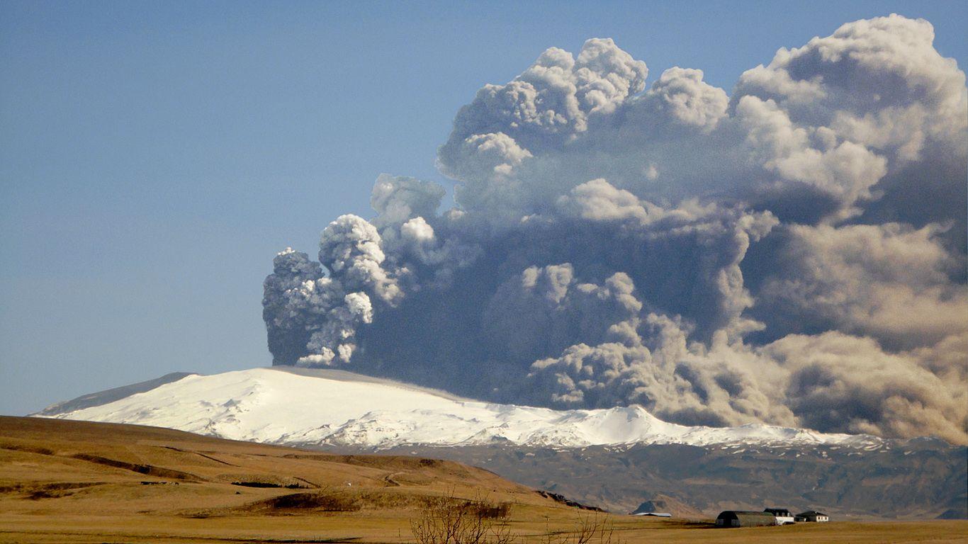 Извержение вулкана Эйяфьядлайёкюдль