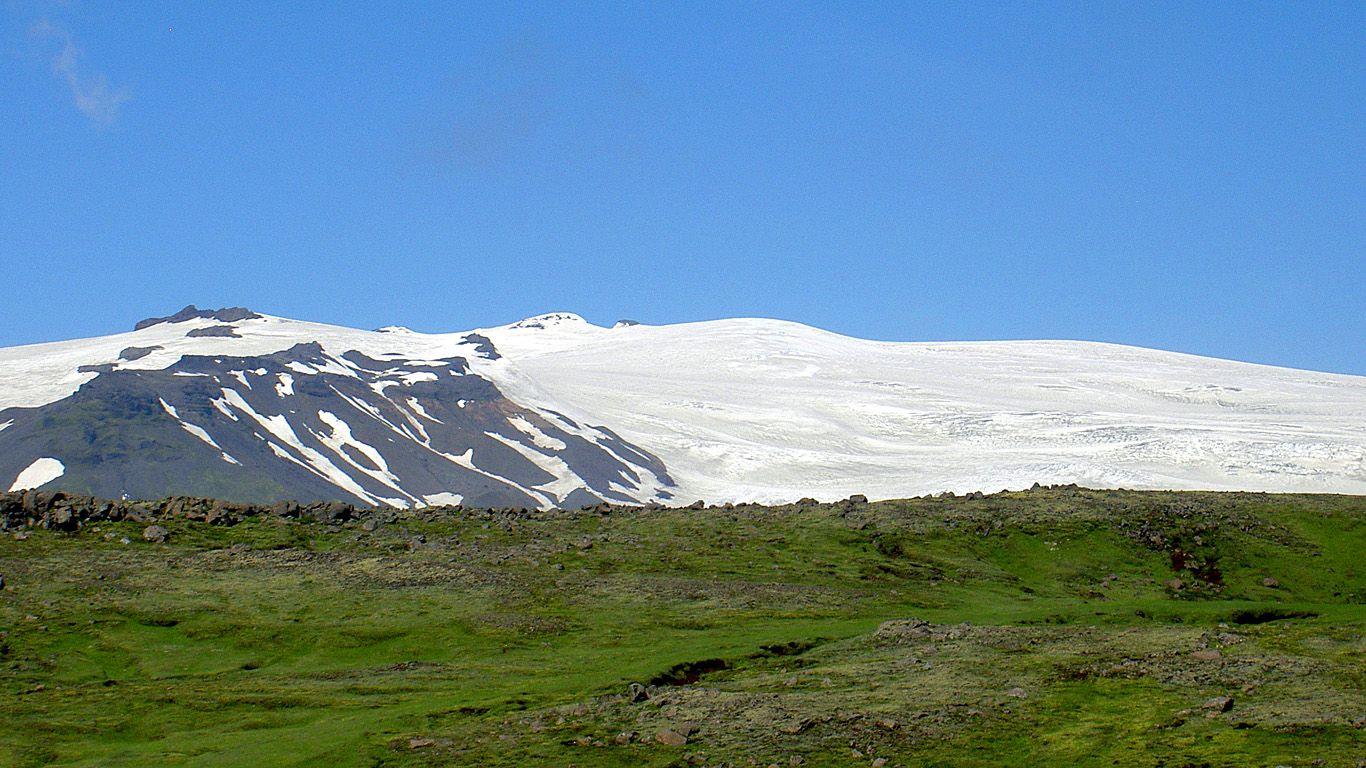 Пейзаж с вулканом Эйяфьядлайёкюдль