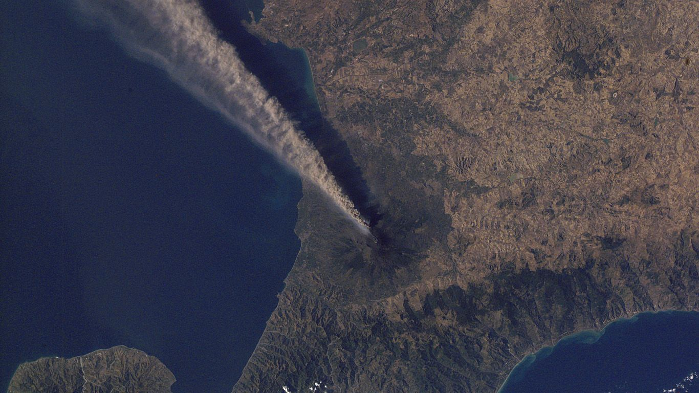 Извержение из космоса вулкана Этна