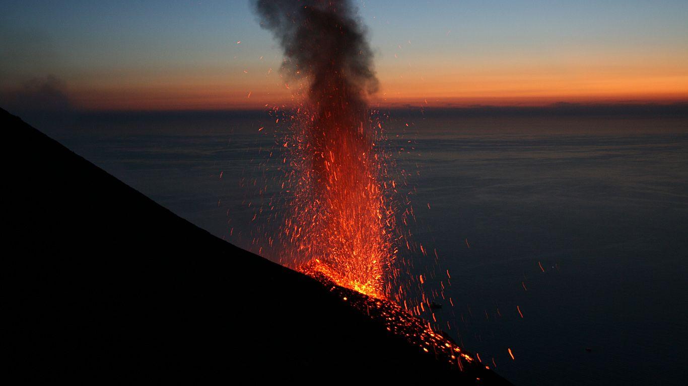 Извержение вулкана Стромболи