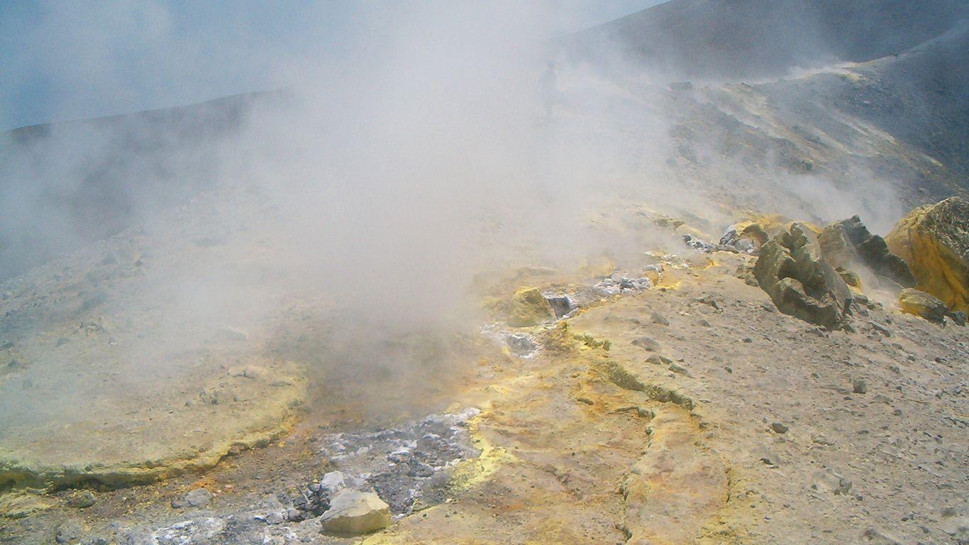 На кратере.Вулкан Вулькано