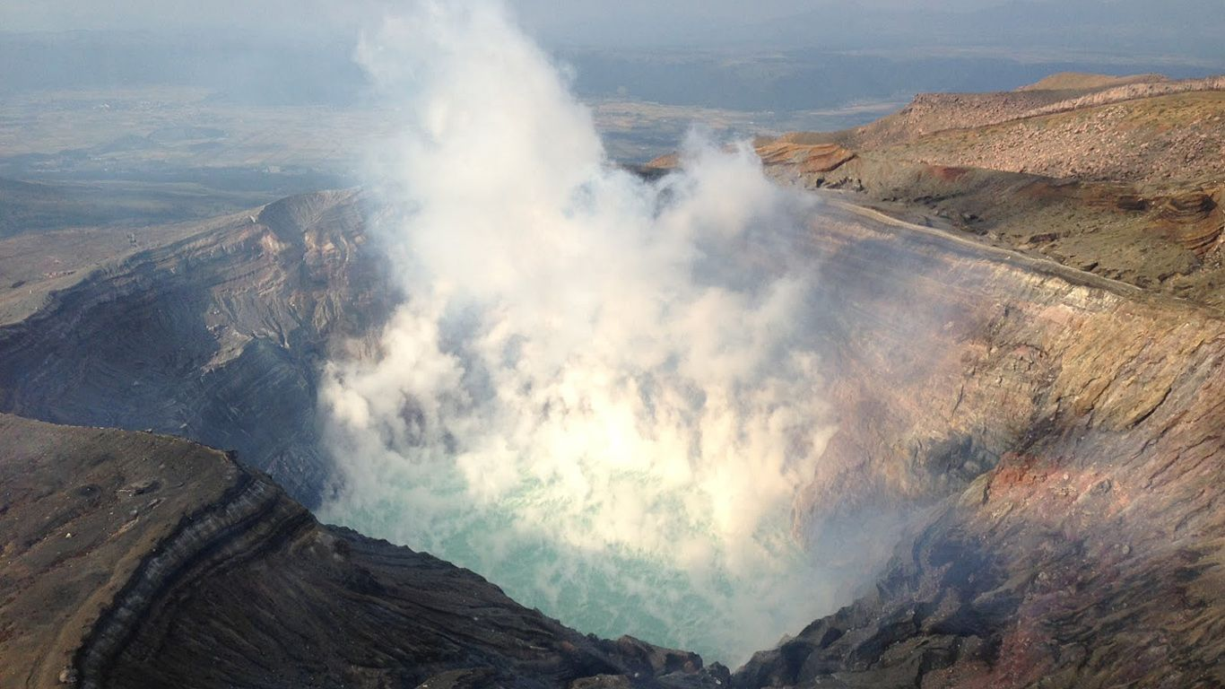 Извержение.Вулкан Асо