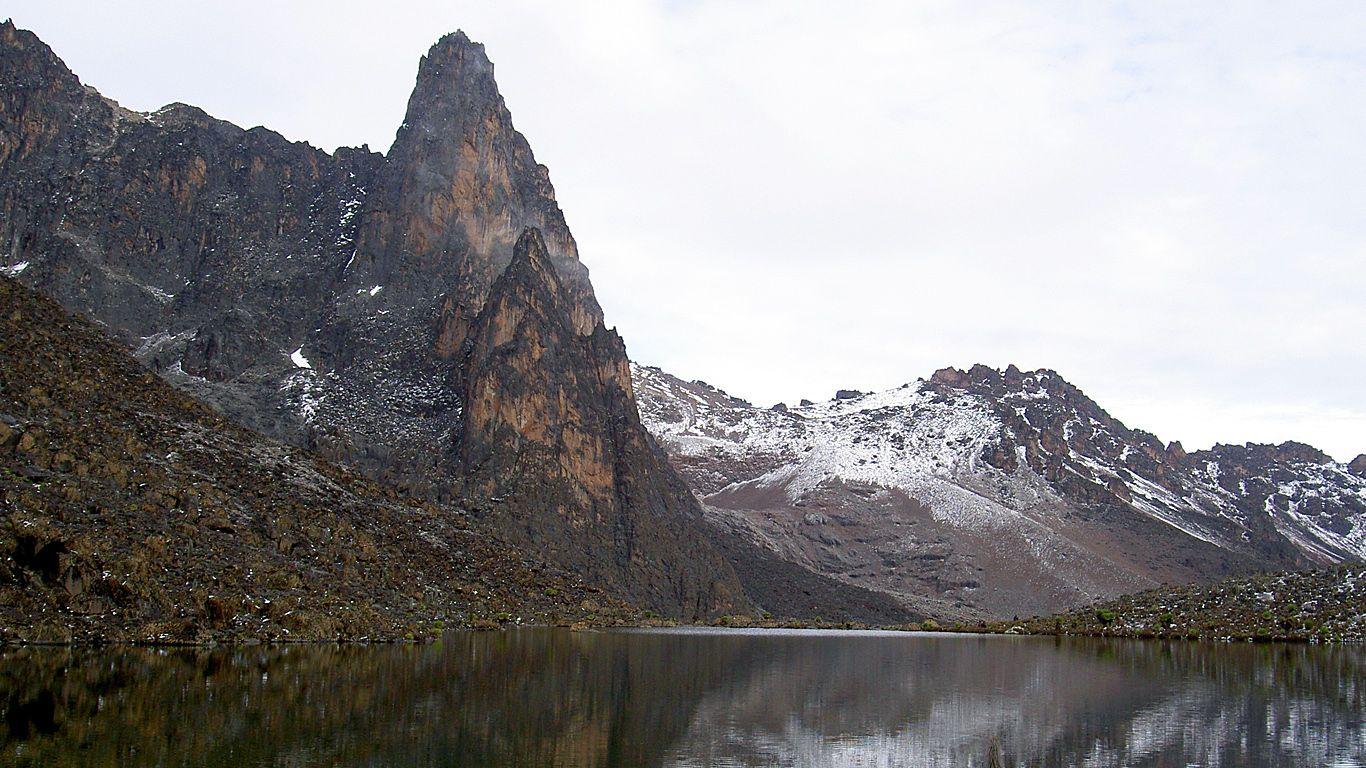 Озеро.Вулкан Кения