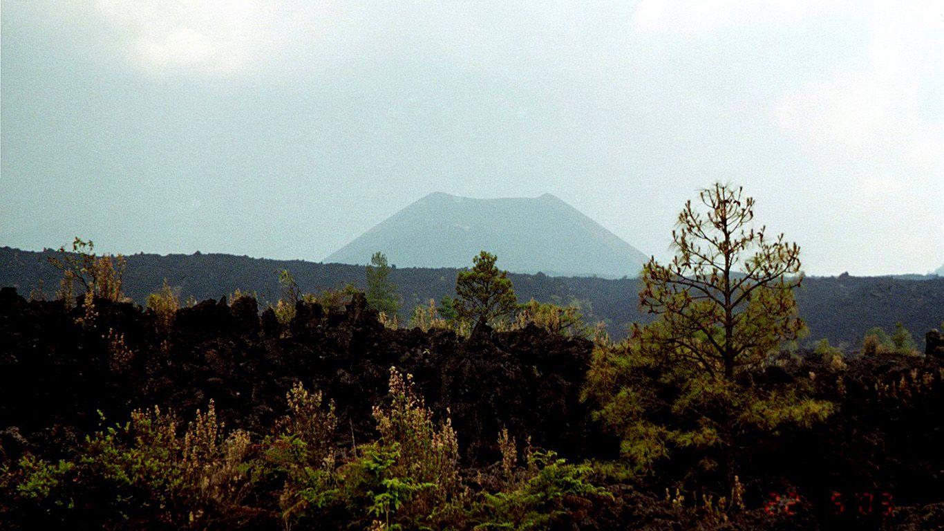 Вулкан Парикутин издалека
