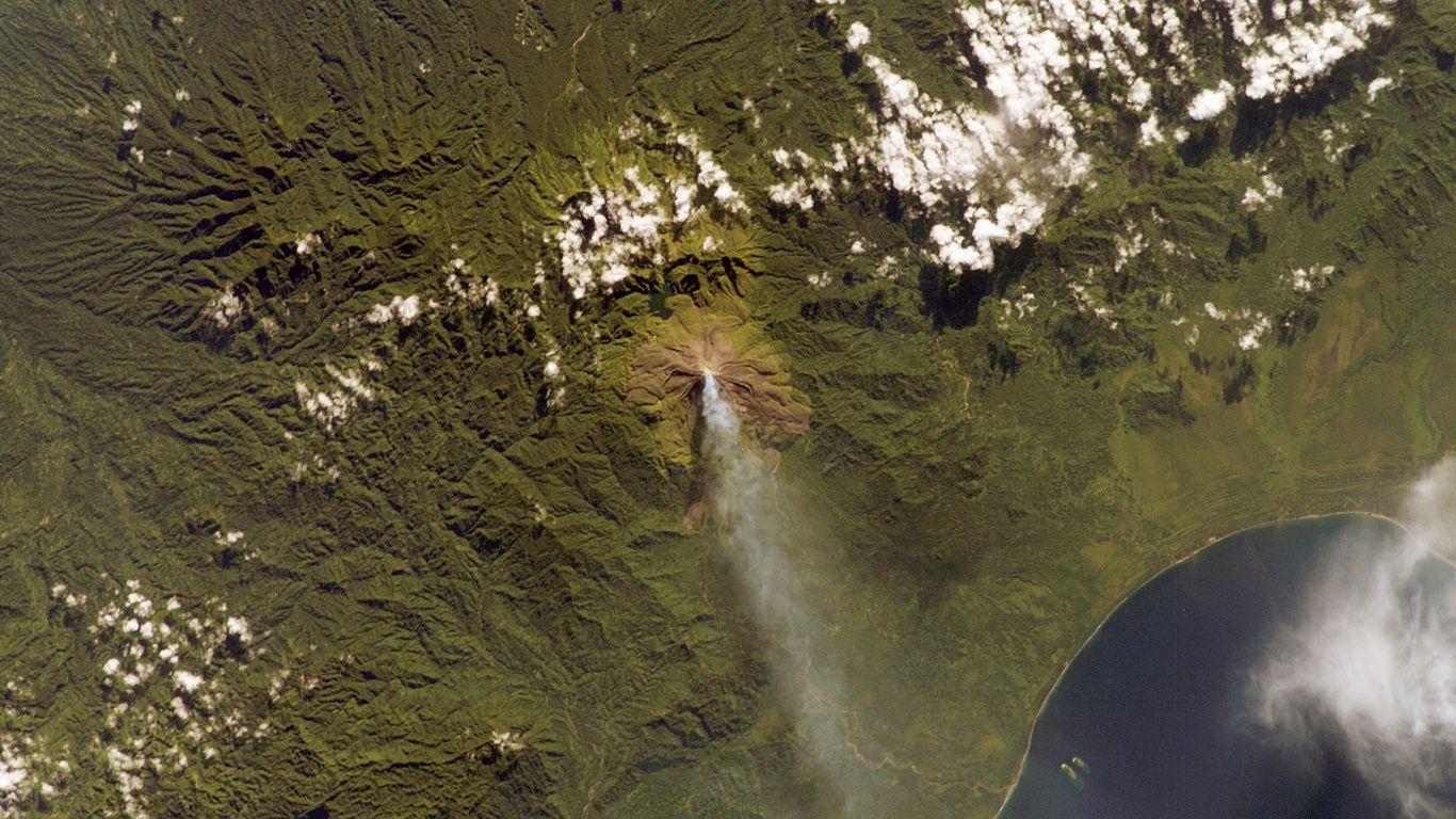 Вулкан Багана с высоты
