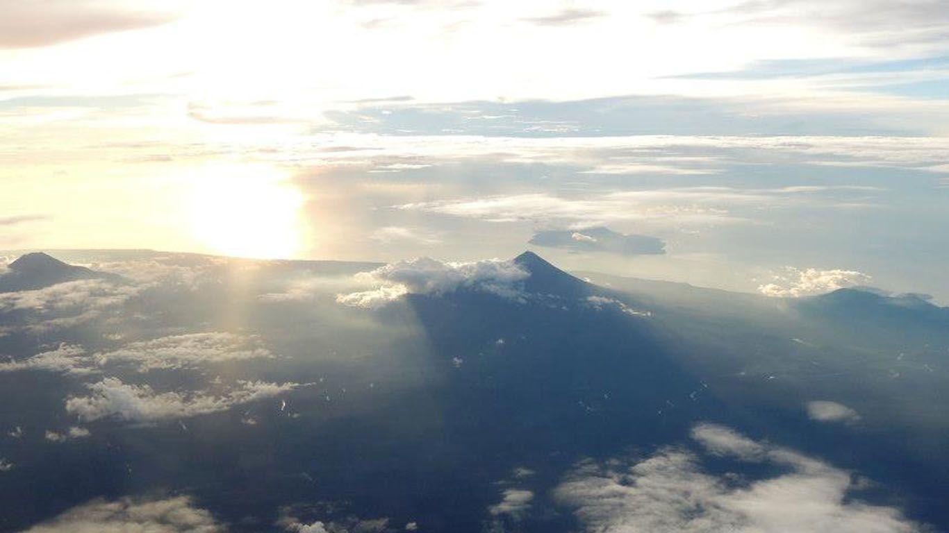 Вулкан Улавун издалека