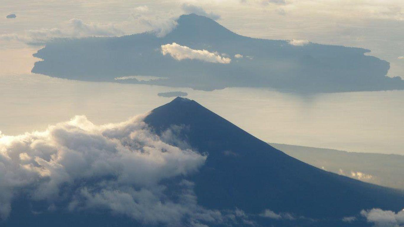 Вулкан Улавун с высоты