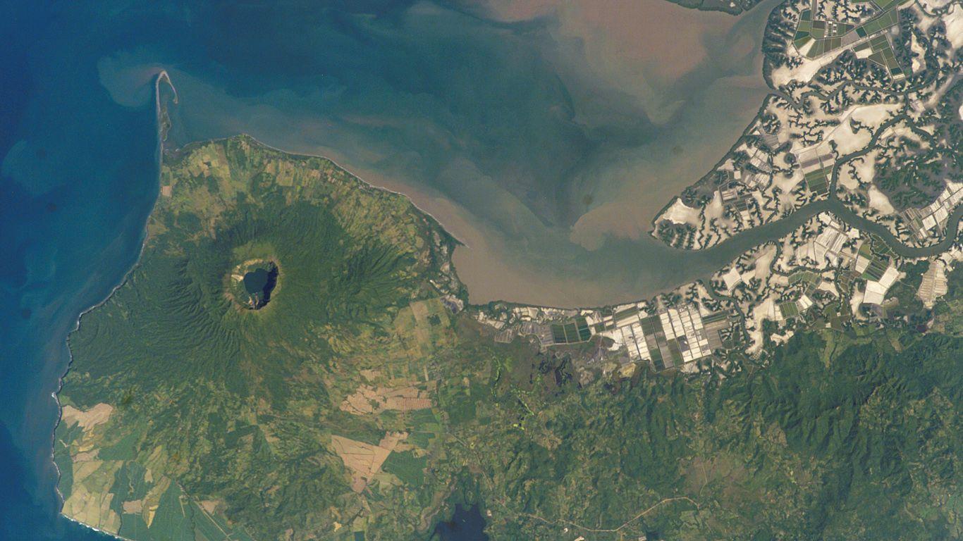 Вулкан Косигуина с высоты