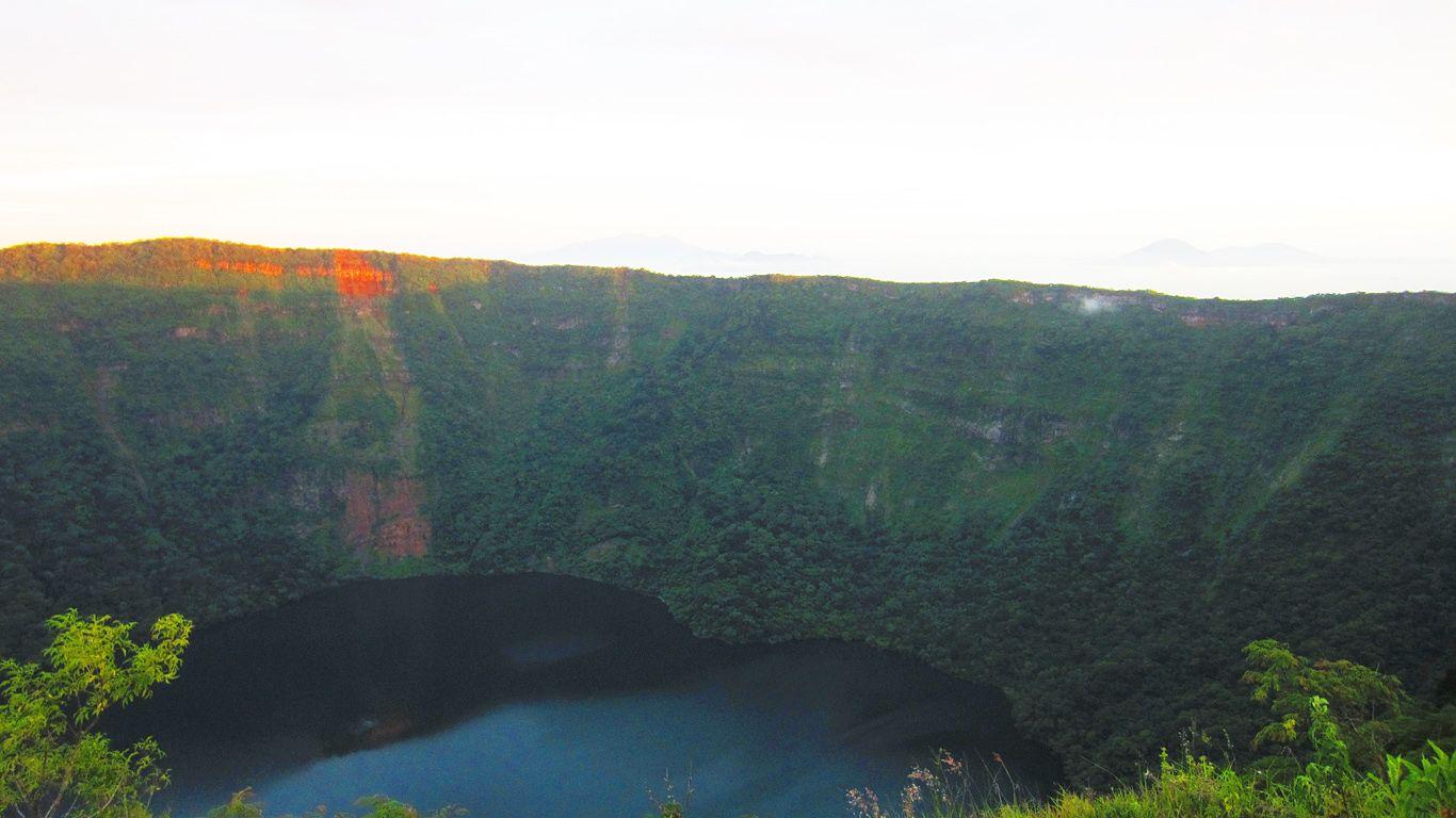 Вулкан Косигуина на закате