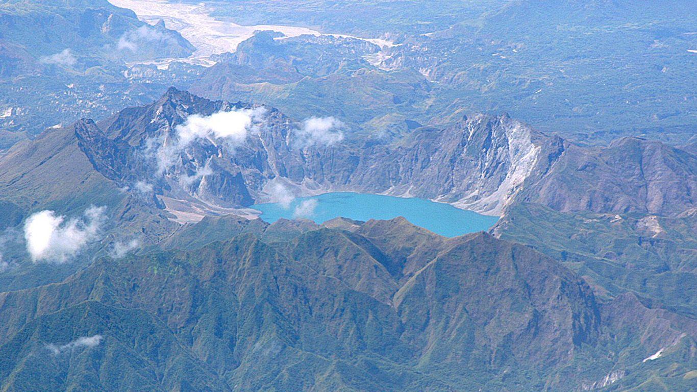 Вулкан Пинатубо с высоты