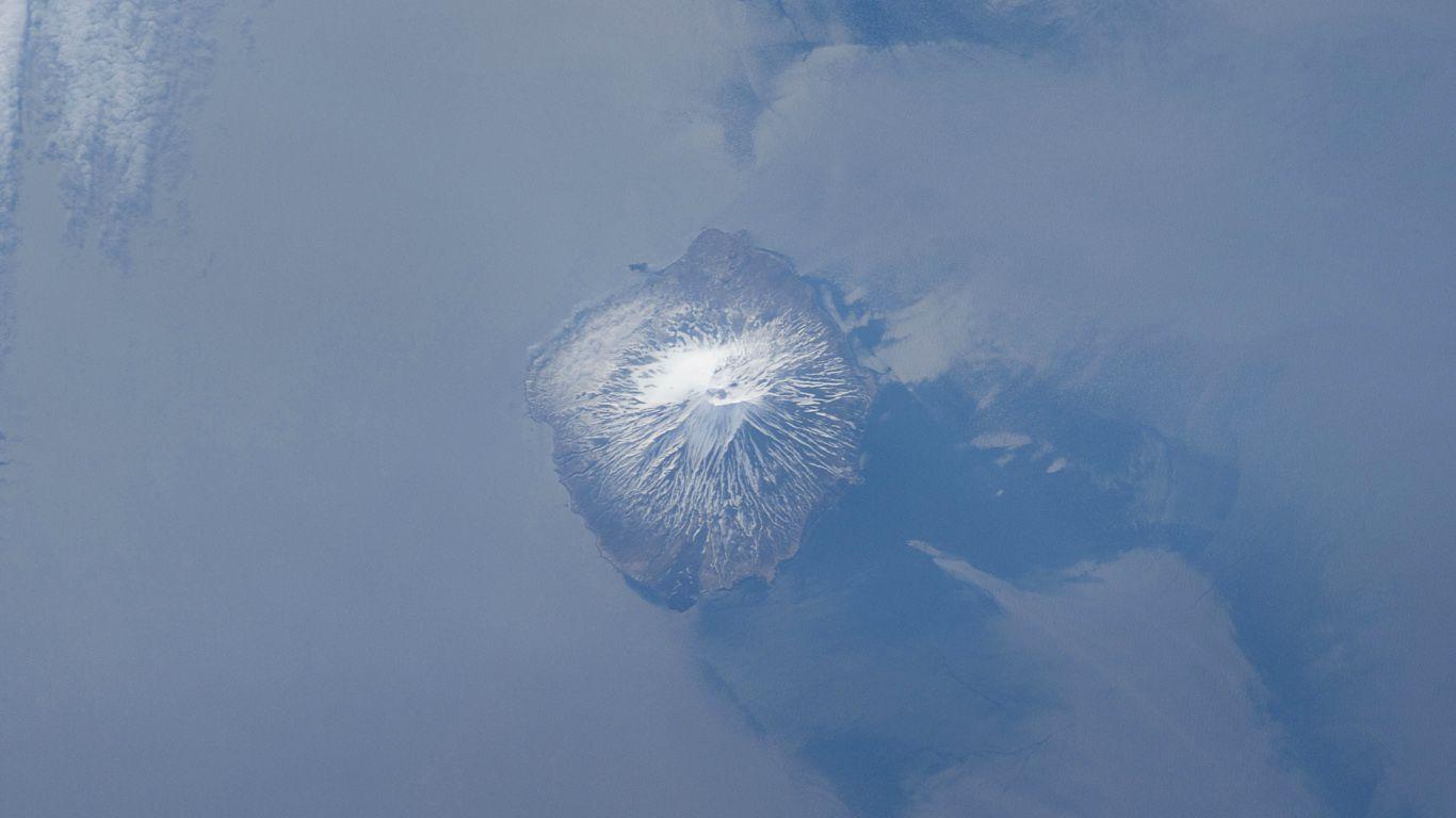 Вулкан Алаид с высоты