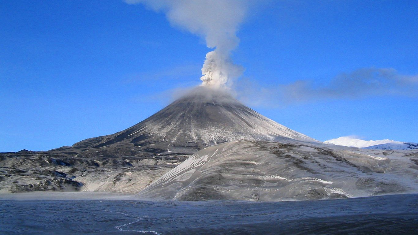 Зима.Карымский вулкан