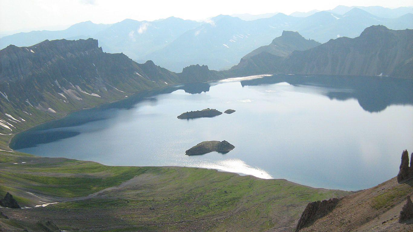 Красивый вид на вулкан Хангар