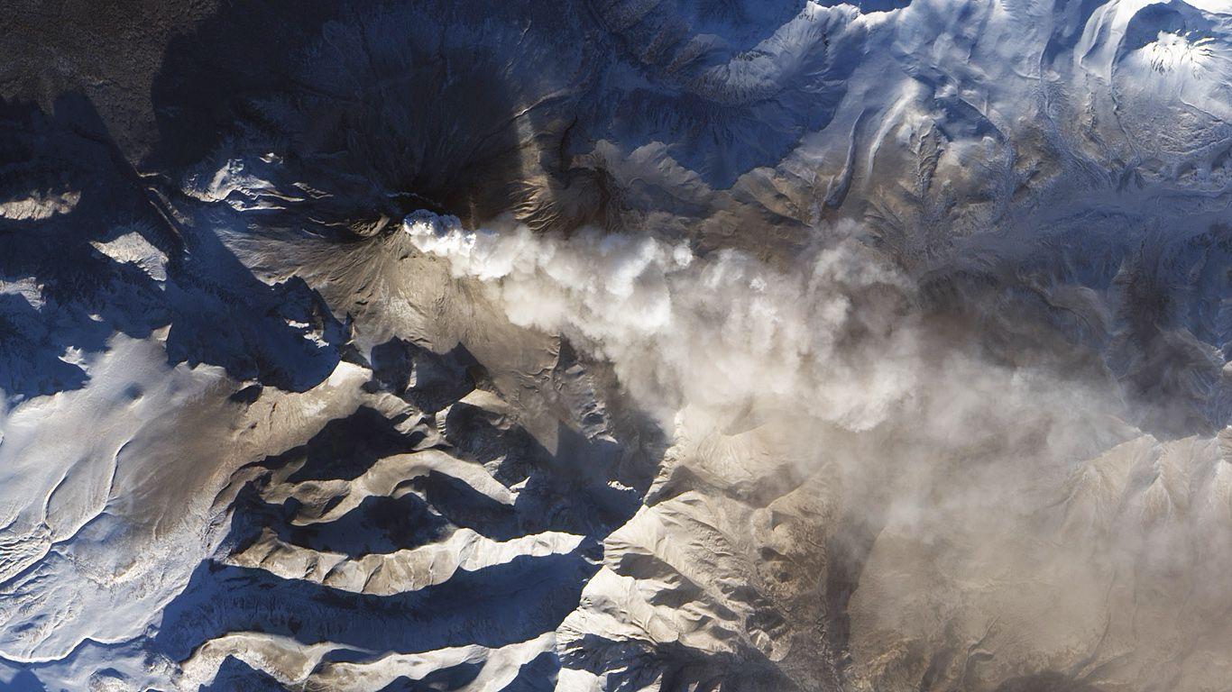 Вулкан Кизимен с высоты