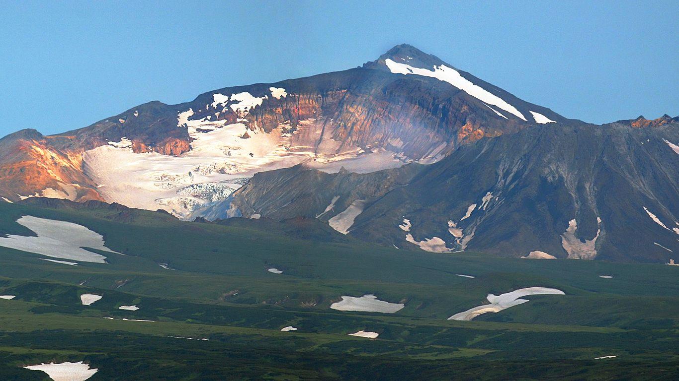 Мутновский вулкан издалека