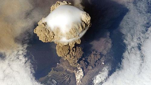 Извержение Вулкана Сарычева